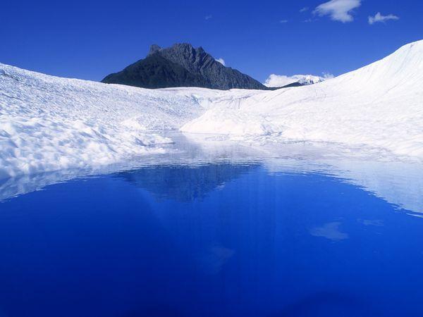 kolam biru